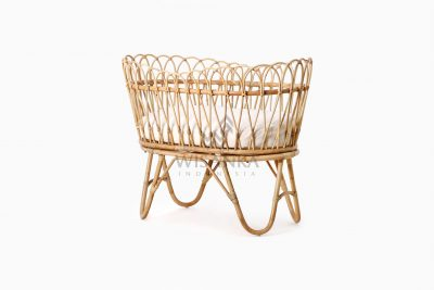 Rima Baby Wicker Bassinet with cushion perspective
